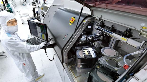 [보도]新기술에 굶주린 반도체 패키징 강자…적자 때도 2000억 투자 -한국경제 이미지1